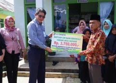 5 Orang Murid MIN Arga Makmur Terima Bantuan CSR Beasiswa Bank Bengkulu