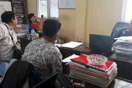 Dua-wartawan-media-online-saat-memberikan-keterangan-kepada-penyidik-Pidum-Polres-Bengkulu-Utara