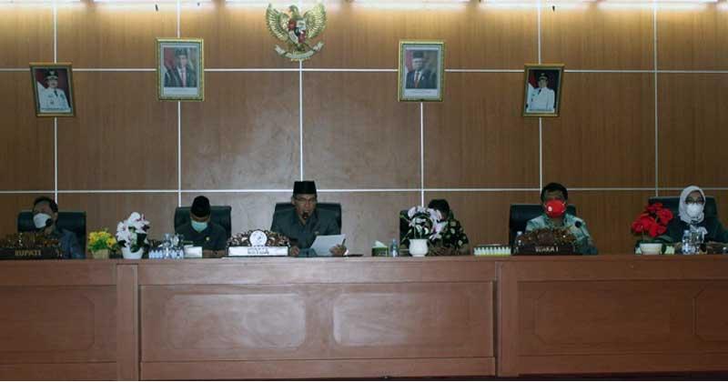 Unsur-pimpinan-Rapat-Paripurna-DPRD-Bengkulu-Tengah